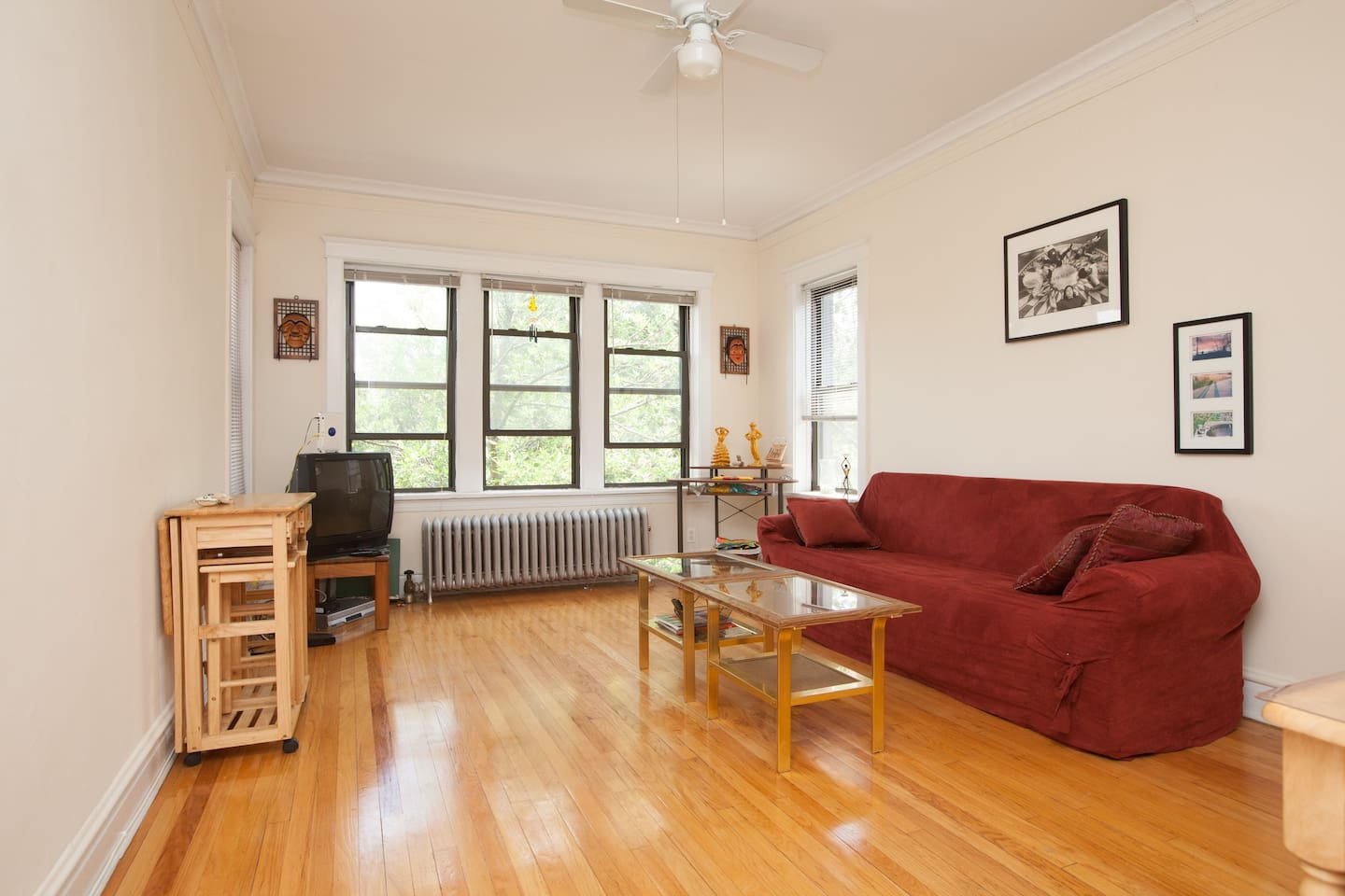 Spacious living area equipped with television, cable, and DVD/VCR player for entertaining.