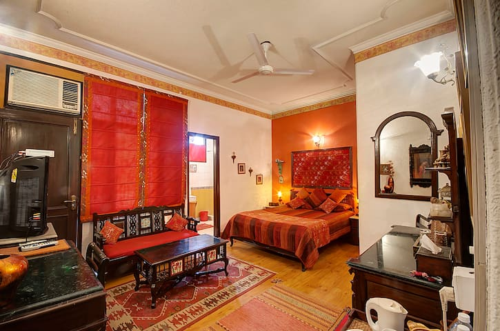 On The House B&B - Gulmohar Room