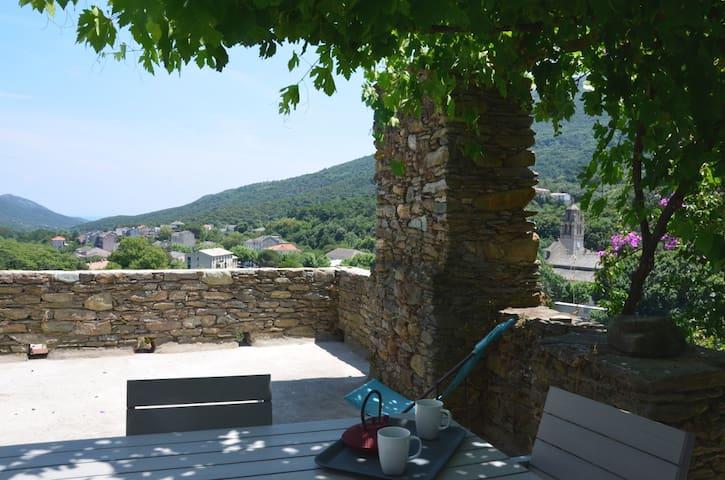 Appartement de charme avec terrasse - Luri - Huoneisto