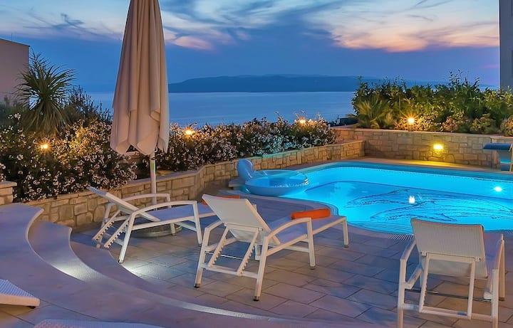 Villa Petra with swimmingpool & seaview