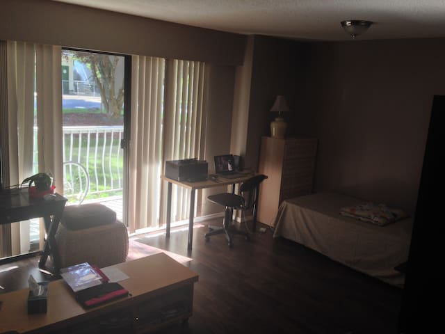 Cozy Studio Apartment - Abbotsford - Pis