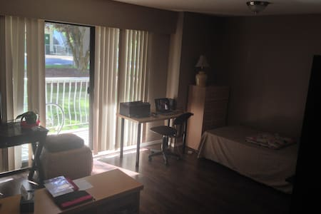 Cozy Studio Apartment - Abbotsford