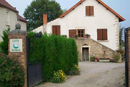 Près de BEAUNE-Gîte Hautes Côtes de Beaune - Magny-lès-Villers