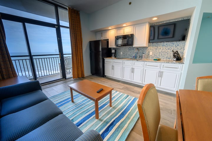 ⭐Top Floor Oceanfront Suite! View Ocean for Miles!