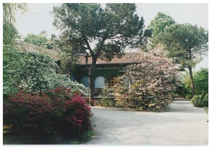 A charming villa between azaleas - Turbigo - Villa