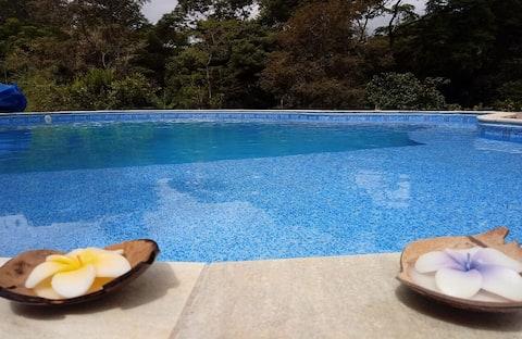 Chácara com piscina climatizada. 1:30h de SP.