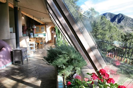 Taos Earthship: Amazing Mountain Retreat - Taos - Aarde Huis