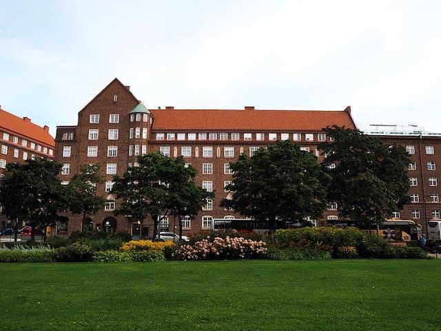 Centrally located top floor apt ((PHONE NUMBER HIDDEN)) - Helsinki - Byt