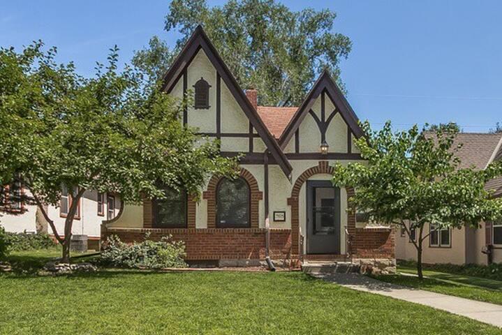 Gingerbread House in Waldo! - Kansas City - Huis