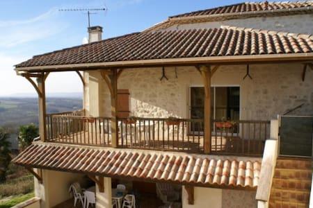 Renovated house with pool and panoramic views - Prayssas - Casa