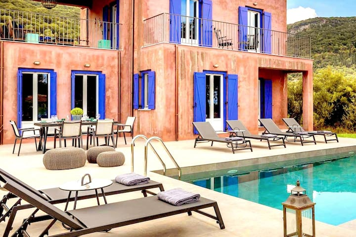 Luxurious Villa Nadoria