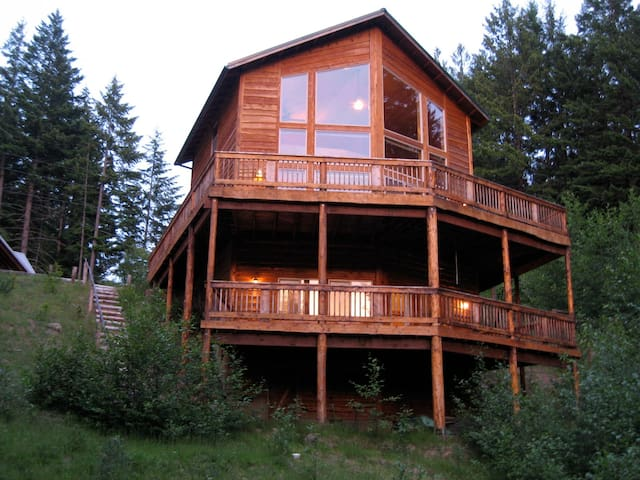 One of a kind: Grizzly Tower - Packwood - Cabin