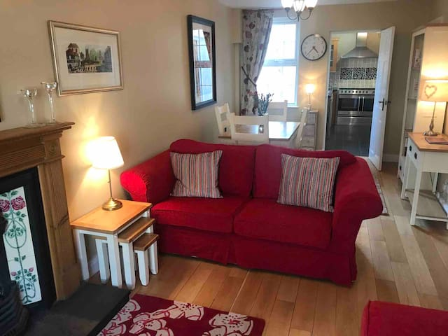 Downshire Cottage: Cosy home in Holywood Centre