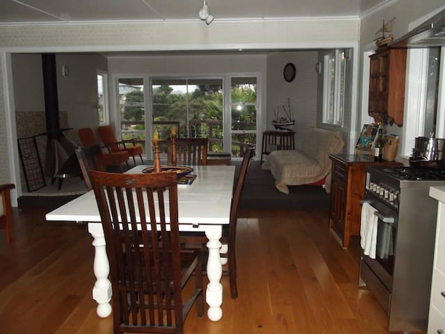 The Beekeepers Cottage - Shelly Beach - Apartment