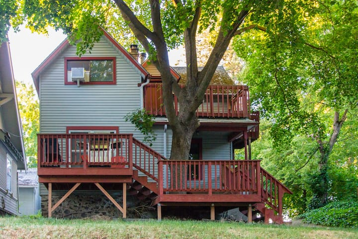 Rustic South Hill/Sacred Heart Hospital Tree House
