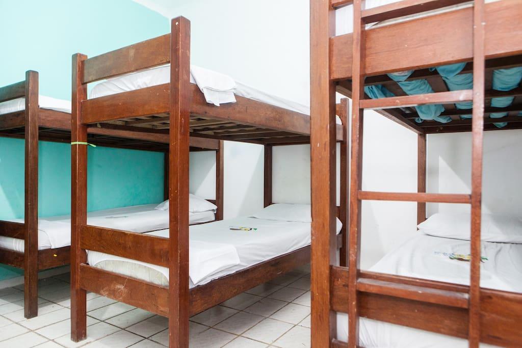 Quarto coletivo ( 6 camas )