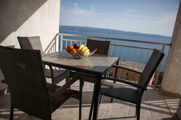 Two bedroom apartment with terrace and sea view Suhi Potok, Omiš (A-11574-b)
