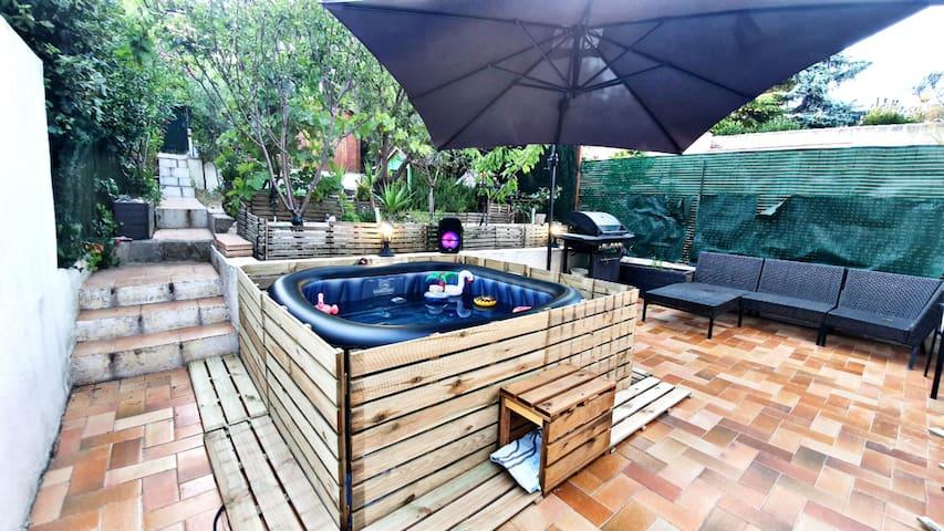 Maison contemporaine et design avec Jacuzzy