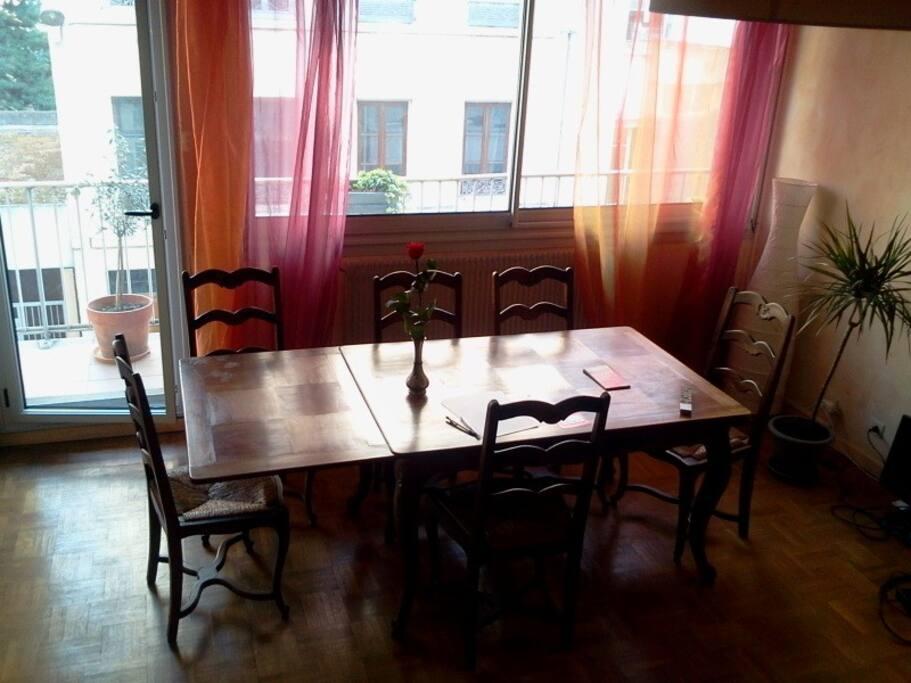 1 5 places au centre de lyon apartments for rent in lyon rhone alpes france. Black Bedroom Furniture Sets. Home Design Ideas