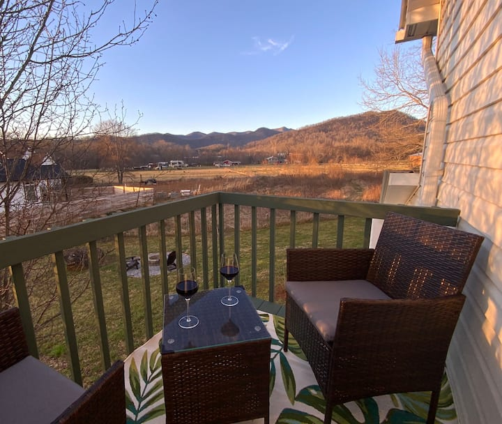 Blue Ridge Cottage - Minutes from dtwn Asheville!