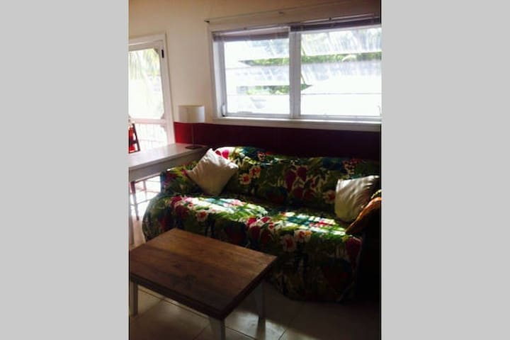 Sunny & Quiet Room Close to the Beach - Dunmore Town - Apartment