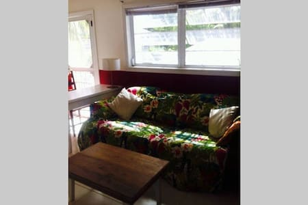 Sunny & Quiet Room Close to the Beach - Dunmore Town - 公寓