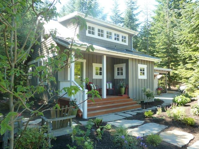Charming cottage on Bainbridge - Bainbridge Island - Casa