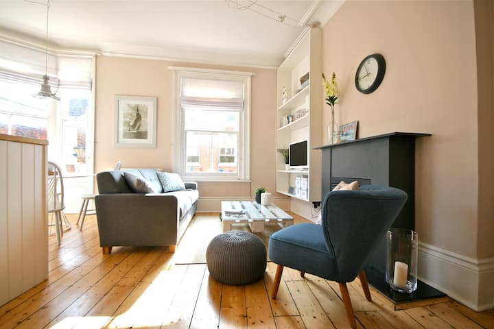 Beautiful apartment in historic Cowes town centre