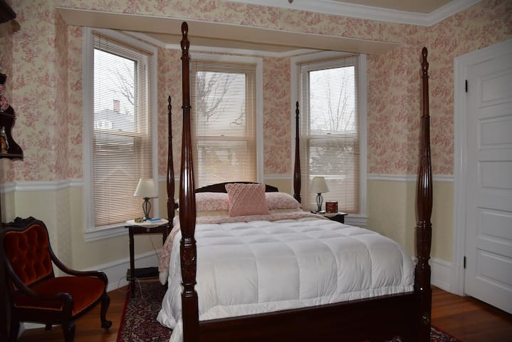 The Bismarck Bed & Breakfast; Heidelberg Room