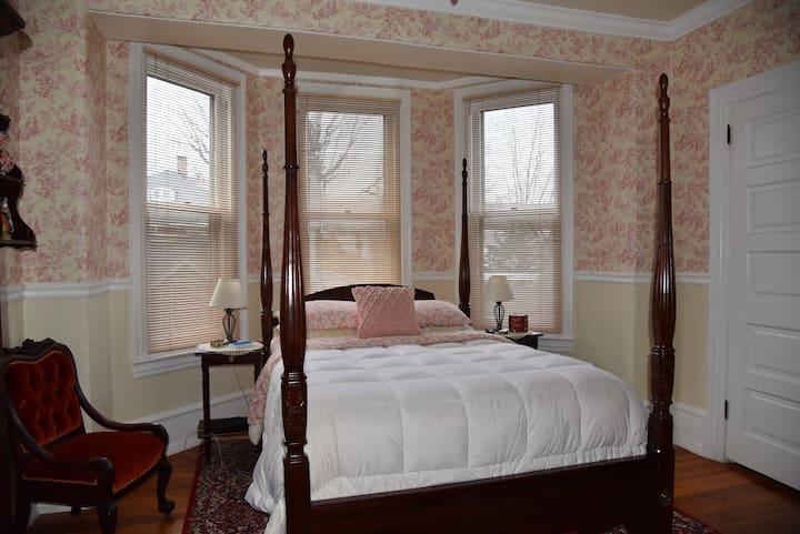 The Bismarck Bed & Breakfast; Heidelberg Room