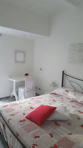 Strada Facendo: due camere con bagni e cucina - Centallo - Hus