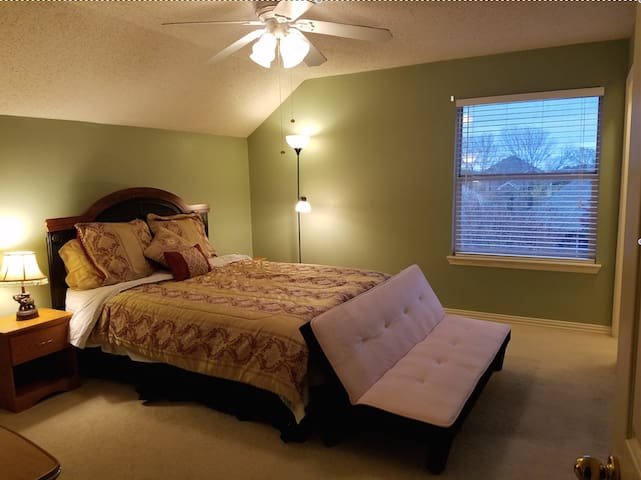 Beautiful Private Upstairs room in Plano. - プライノ - 一軒家