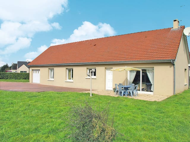 Holiday home in St. Marcouf de l' Isle
