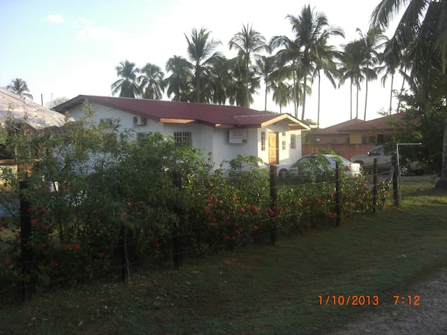 Room for two (one double bed) - Las Lajas, Chiriqui - Oda + Kahvaltı