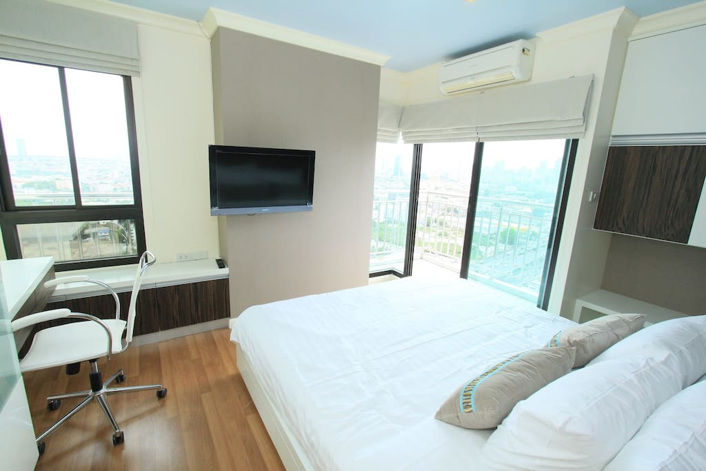 Bedroom 1with City View (King size 180*200 CM bed)