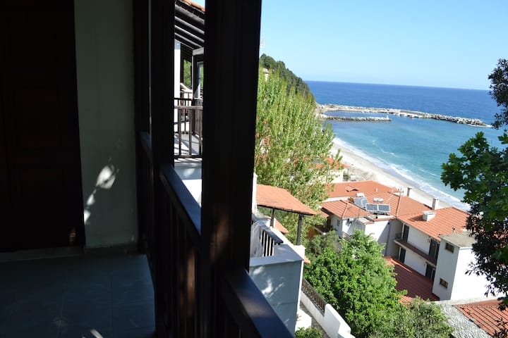 Myrto Appartment Between the Mountain and the Sea