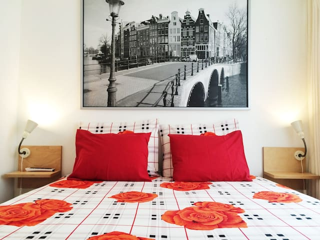 SUPERB location, clean & cosy room - Ámsterdam - Departamento