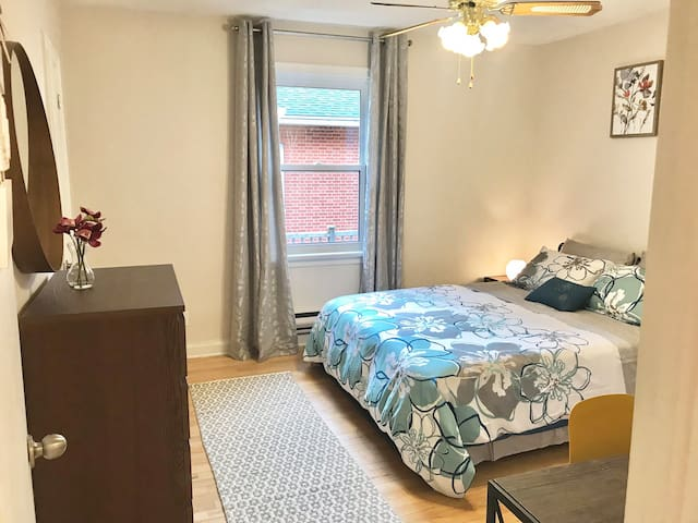 Clean and cozy room-10 min drive to downtown