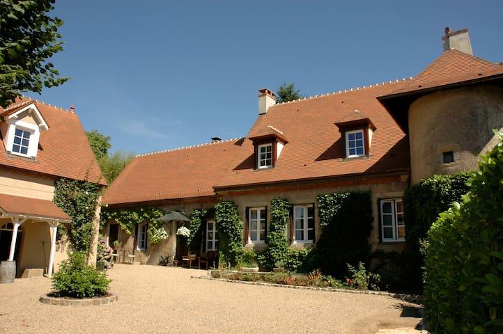 Luxe design vakantiehuis Clos Laraison Bourgogne - Issy-l'Évêque