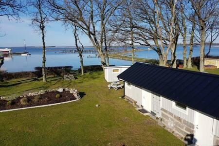 Fint litet hus  vid havet m vacker havsutsikt