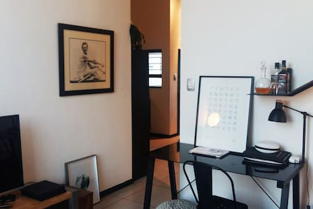 Trendy, urban, wifi, private and secure apartment - City of Johannesburg Metropolitan Municipality