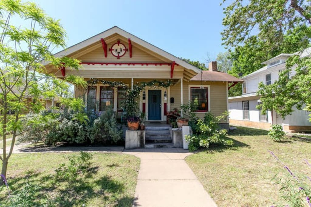 Bungalow Bedroom Walk Everywhere Houses For Rent In Austin Texas United States