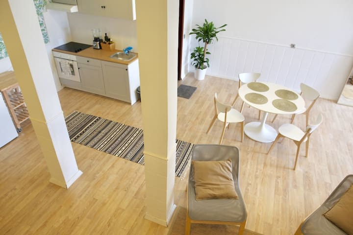 15% off - Spacious and modern hideaway for Surfers
