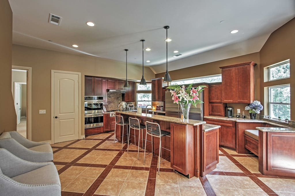 This phenomenal kitchen is fully equipped to help you create masterful dishes at will.