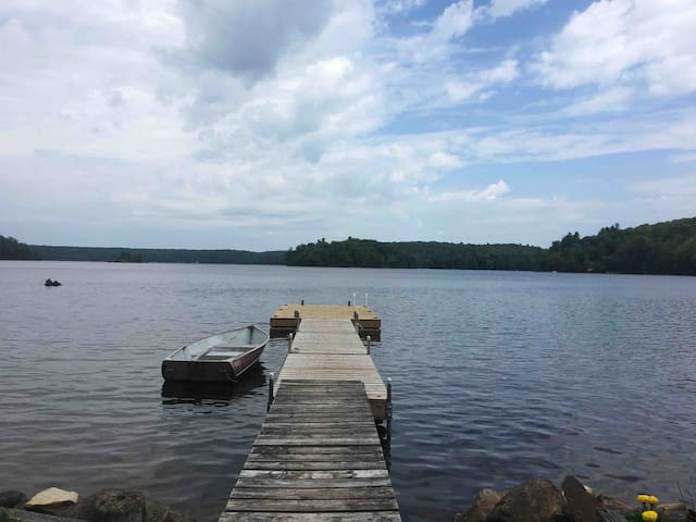 4 bedroom waterfront cottage located on Bob Lake