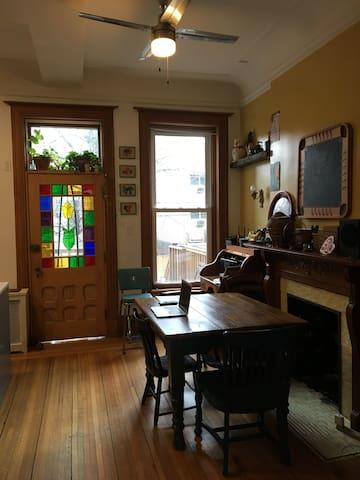 Family-friendly Duplex in Brownstone w 2 Cats - Brooklyn - Hus