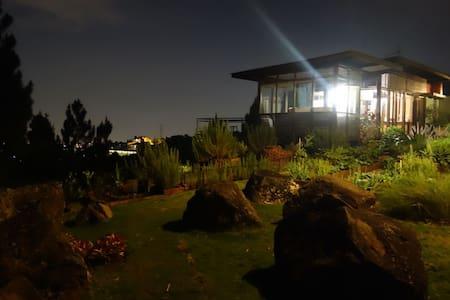 Villa with a view - Cimenyan