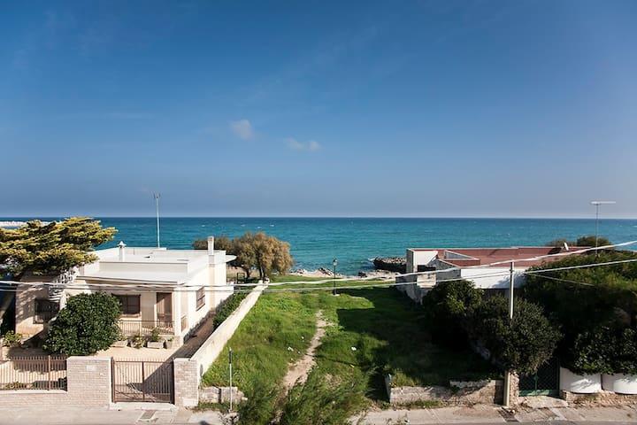 Villa on the beach for 8 people - San Foca - Villa