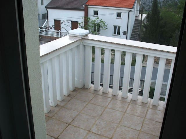One bedroom Apartment, seaside in Karlobag, Balcony