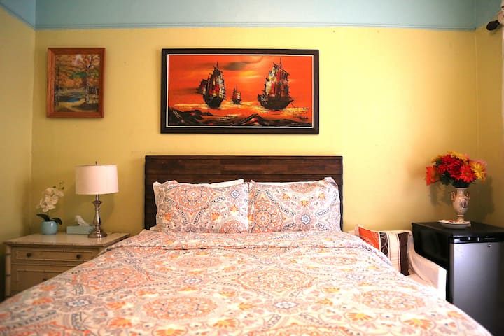 Victorian Bedroom Near USC